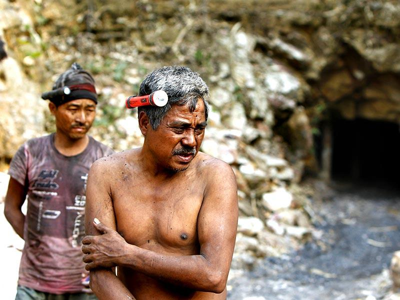Migrant labourers from Assam, Bengal, Nepal and Bangladesh depend on the mining activities. With the coal ban in place many migrants have left while few remain working in the illegally operated mines. (Arun Sharma/HT Photo)