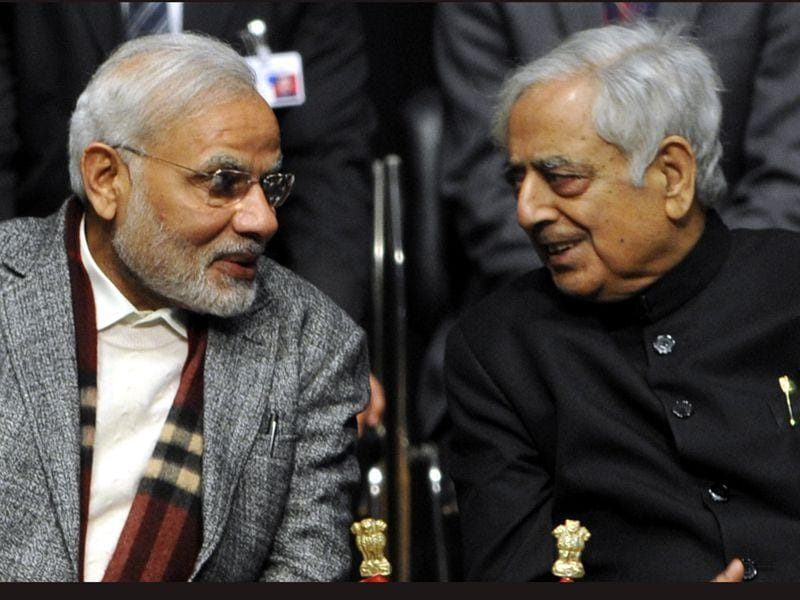 PM Modi along and CM Mufti Mohammad Sayeed during oath ceremony in Jammu. Nitin Kanotra/HT