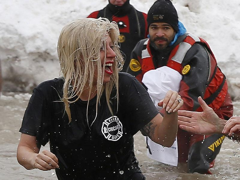 The engaged couple -- along with 4,500 other participants -- ran into icy Lake Michigan for the fundraiser benefitting the Special Olympics. (AP)