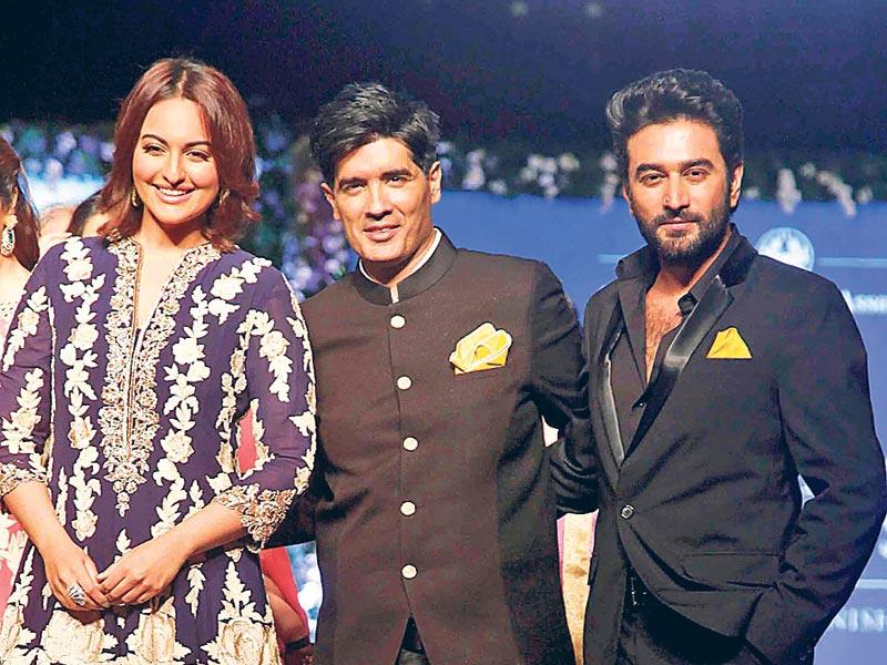 Sonakshi Sinha, Manish Malhotra, Shekhar Ravijani also attended the event to support the cancer patients. (Photo: Yogen Shah)