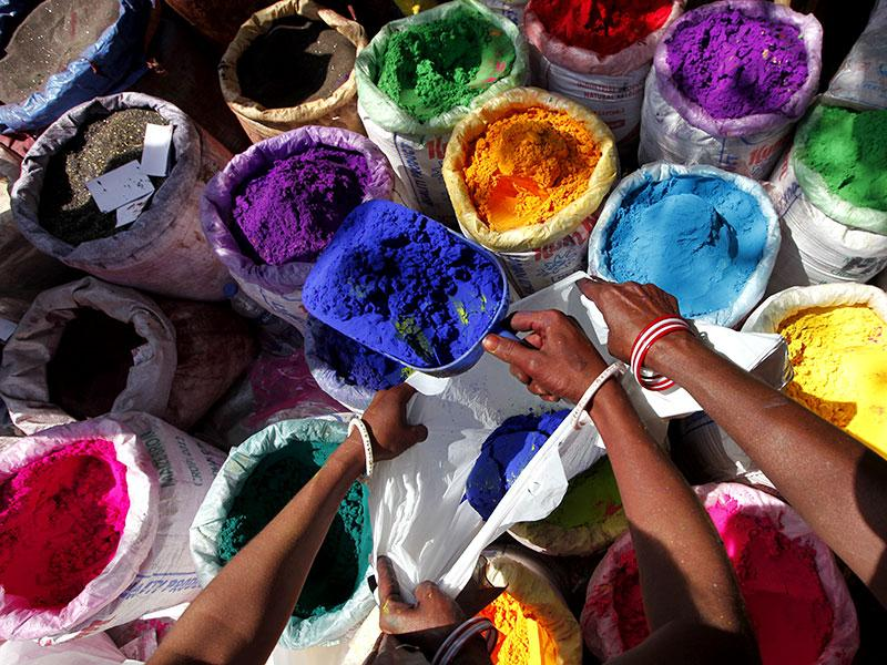 A vendor sells colours ahead of Holi, the festival of colours at Masjid Bunder in Mumbai.(Vijayanand Gupta/HT photo)