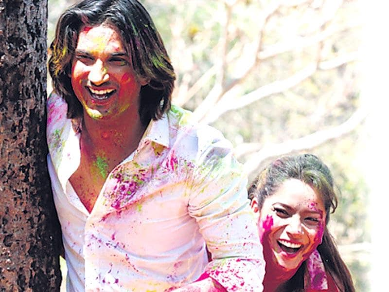 Sushant and Ankita first celebrate Holi with their families on Skype and then call over their friends. (HT photo/Vidya Subramaniam)