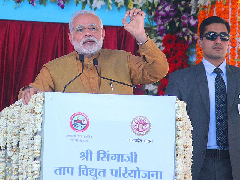 Prime Minister Narendra Modi at the function held to mark the foundation stone laying ceremony of second phase of Singaji thermal power plant in Khandwa. (Shankar Mourya/HT photo)
