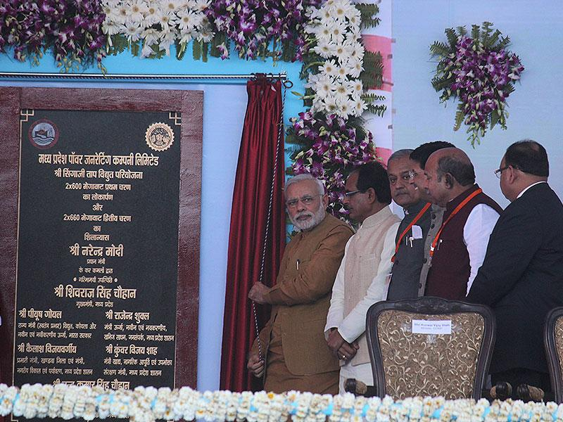 Prime Minister Narendra Modi laying the foundation stone for phase two of Singaji thermal power project in Khandwa on Thursday. (Shankar Mourya/HT photo)