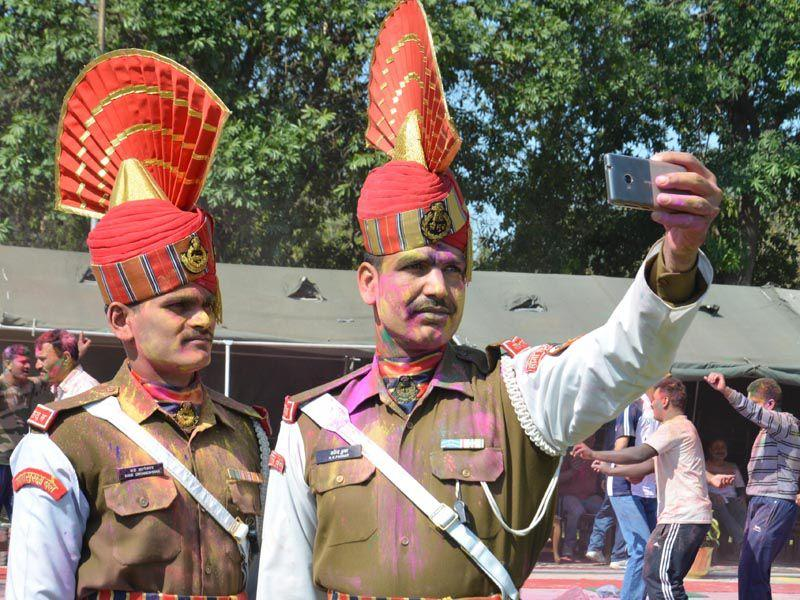 Indian Border Security Force (BSF) Jawans taking selfie during Holi festival at BSF headquarters Khasa in Amritsar. Sameer Sehgal/HT