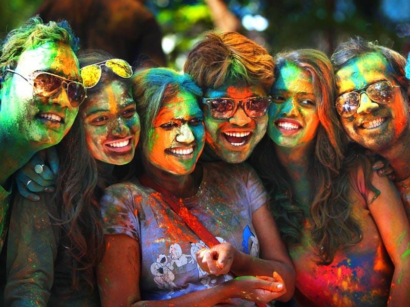 Youngsters enjoy Holi, the festival of colours at Dadar, Mumbai.(Kalpak Pathak/HT photo)
