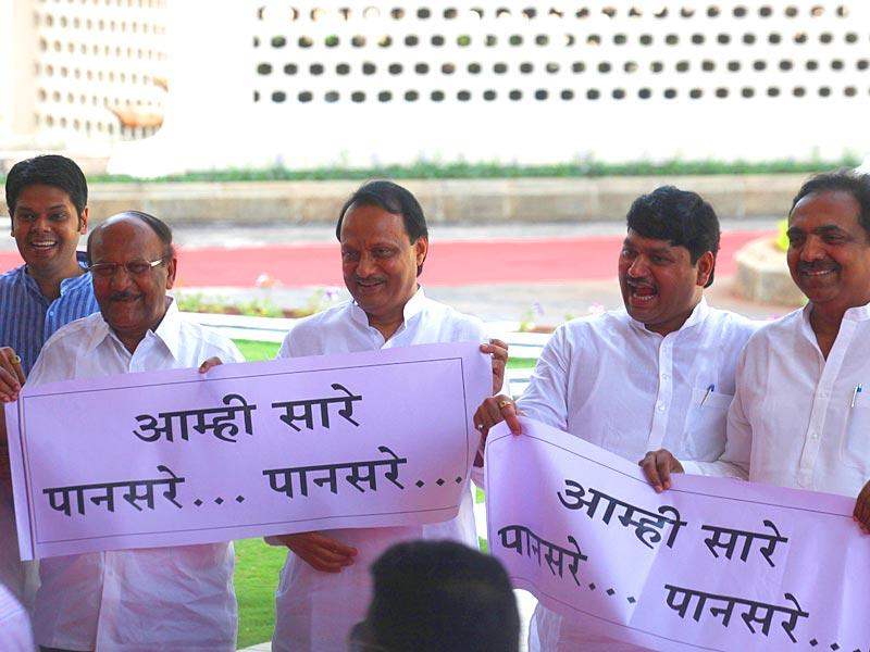 Congress and NCP MLAs demand the arrest of CPI leader Govind Pansare's killers on the first day of Maharashtra legislature's budget session at Vidhan Bhavan in Mumbai/ (Kunal Patil/HT photo)