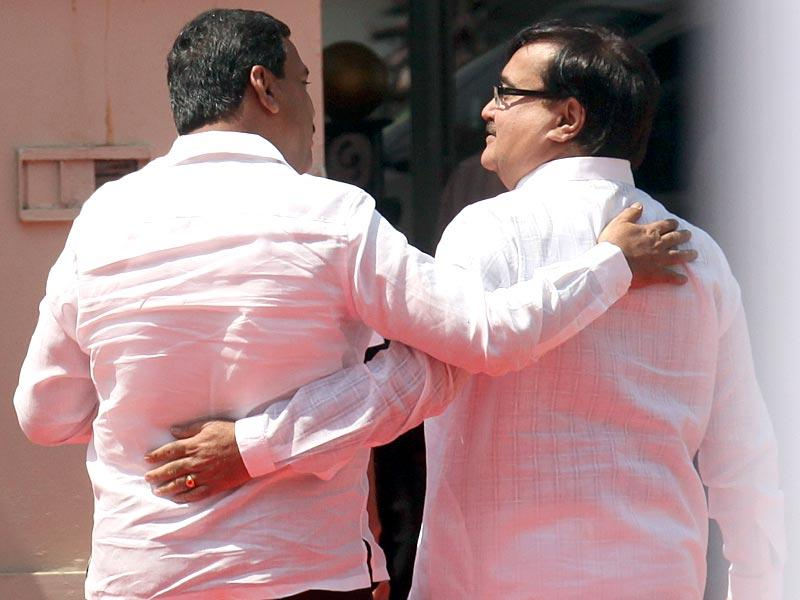 BJP leader Prakash Mehta and Congress leader Nasim Khan greet each other on the first day of Maharashtra legislature's budget session, in Mumbai. (Kunal Patil/HT photo)