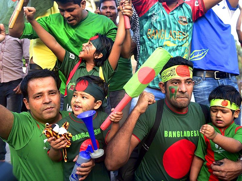 Bangladesh cricket fans pose for a photograph as they celebrate their national team's win against England in the ICC World Cup 2015 in Dhaka. (AFP Photo)