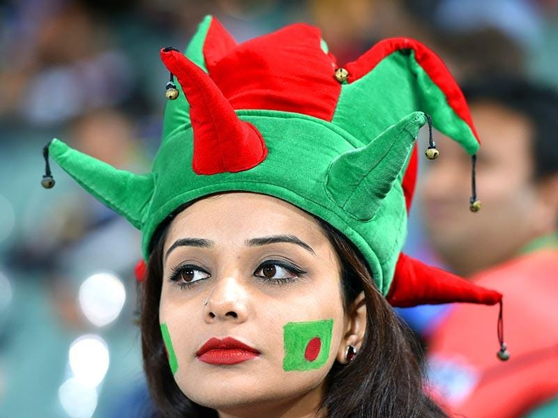 A Bangladesh fan watches during the 2015 Cricket World Cup Pool A match between Bangladesh and England at the Adelaide Oval. (AFP Photo)