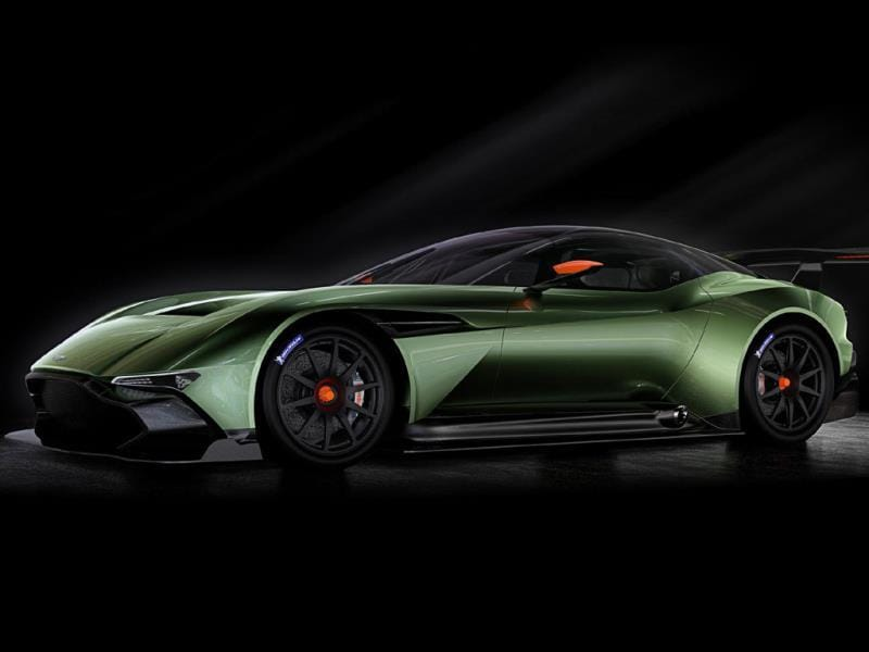 Aston Martin Vulcan : Aston Martin's new supercar has a chassis made primarily of carbon fiber and a 7-liter V12 engine with around 800hp, making it the most powerful vehicle in the brand's history. Each of the 24 models to be produced will have a starting price of €2.5 million (around $2.7 million). Photo:AFP
