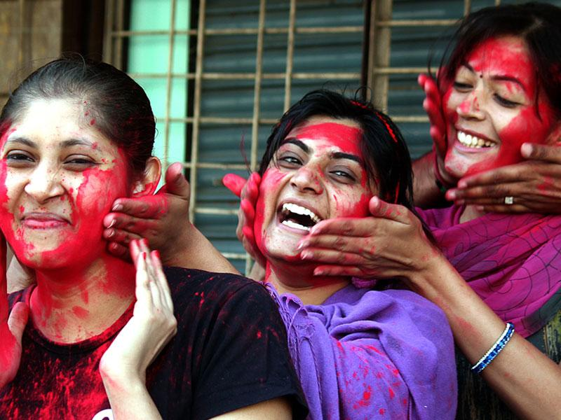 People smear the faces of their friends with vibrant colours in Indore to celebrate Rang Panchami. (Shankar Mourya/HT photo)