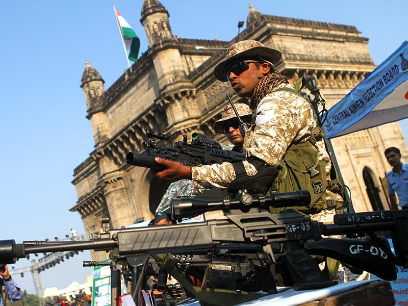 An Indian Air Force commando shows an assault rifle to the media while rehearsing for the celebration of the 50th year of 1965 Air Campaign at Gateway of India, in Mumbai. (Arijit Sen/HT photo)
