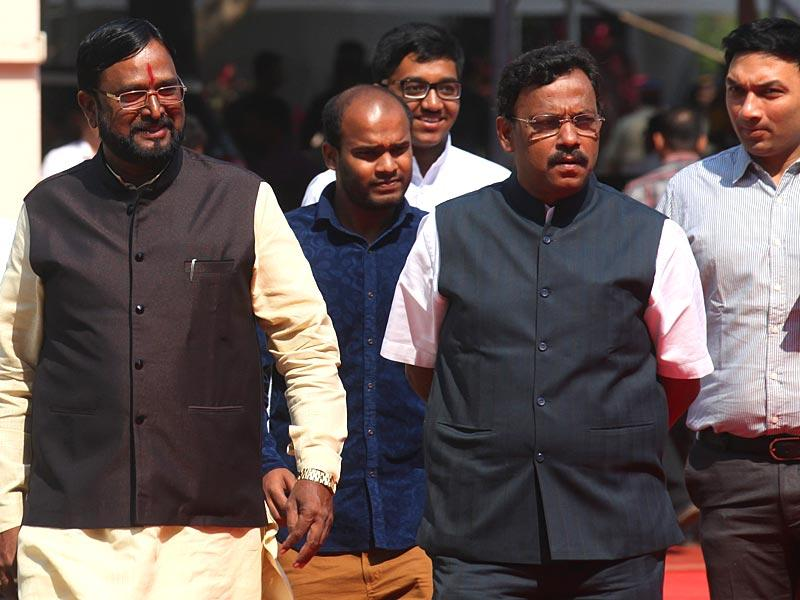 BJP minister Vinod Tawde along with the party's SC leader Amar Sable arrive for the second day of the budget session of Maharashtra legislature at Vidhan Bhavan, in Mumbai. (Kunal Patil/HT photo)