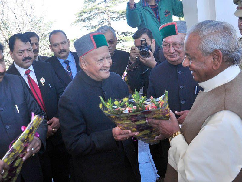 Governor Kalyan Singh being welcomed by chief minister Virbhadra Singh during first day of Budget session of HP legislative assembly in Shimla. Santosh Rawat/ HT