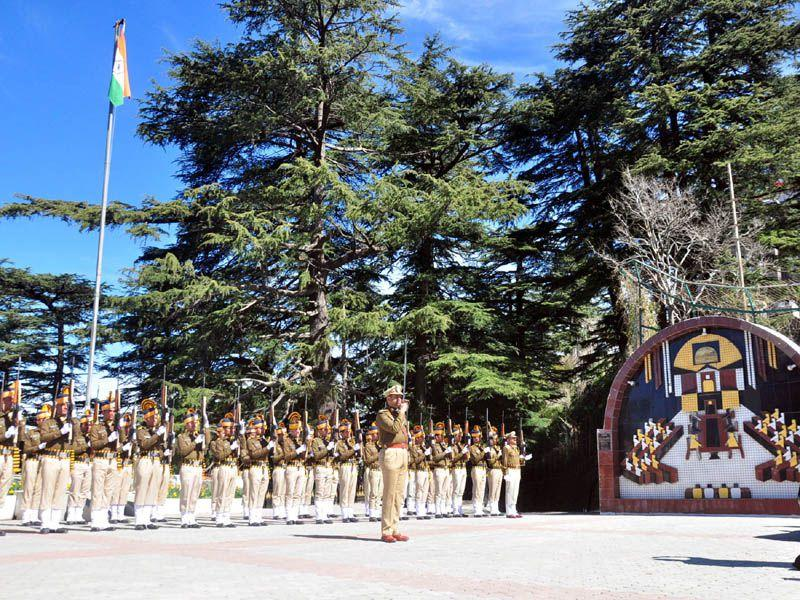 Guard of honour is being given to Governor Kalyan Singh during first day of Budget session at HP legislative assembly in Shimla. HT/ Photo