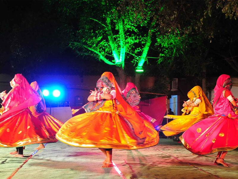 Dancers belonging to Indore's Kesaria Balam group perform during 'Faag Utsav' organised in Bhopal on Tuesday. (Mujeeb Faruqui/HT photo)