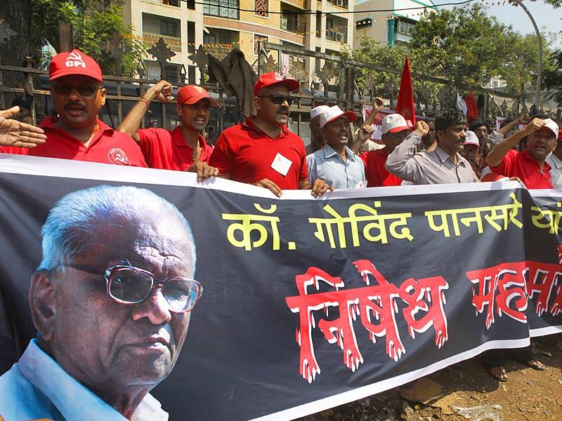 CPI workers protest against the murder of their leader Govind Pansare, in Mumbai. (Kalpak Pathak/HT photo)