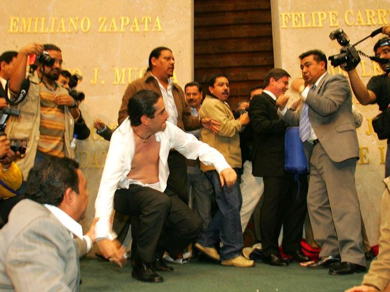 Mexico's deputy Faustino Soto (R) of the Partido de la Revolucion Democratica (PRD) fights with deputy Francisco Dominguez (L) of the National Action Party (PAN) in the lower chamber of Congress on 28 Nov 2006 in Mexico City. (AFP Photo)