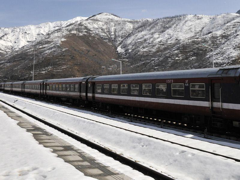 Train passes through snow covered railyway track with the back drop of snow moutain in Banihal some 110 kms from Srinagar. Waseem Andrabi/HT