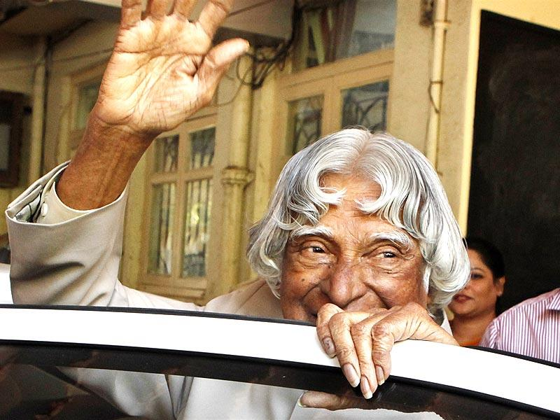Former president Dr APJ Abdul Kalam gave a lecture on empowering educators at Nagindas Khalichand College in Malad. The lecture was attended by all the teachers and professors in Mumbai. (Vidya Subramanian/HT photo)