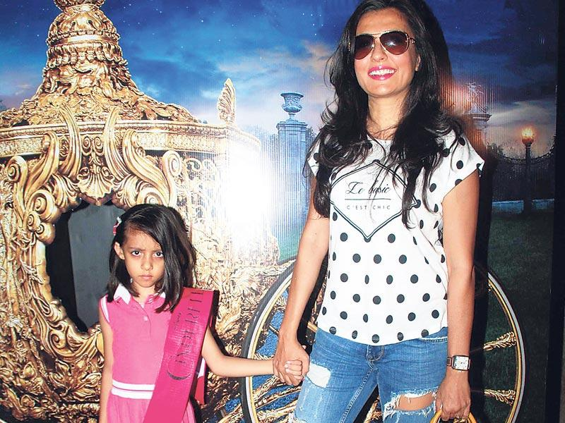 Mini Mathur with daughter Sanya Khan at the movie screening organised by Farah Khan. (Photo: Viral Bhayani)