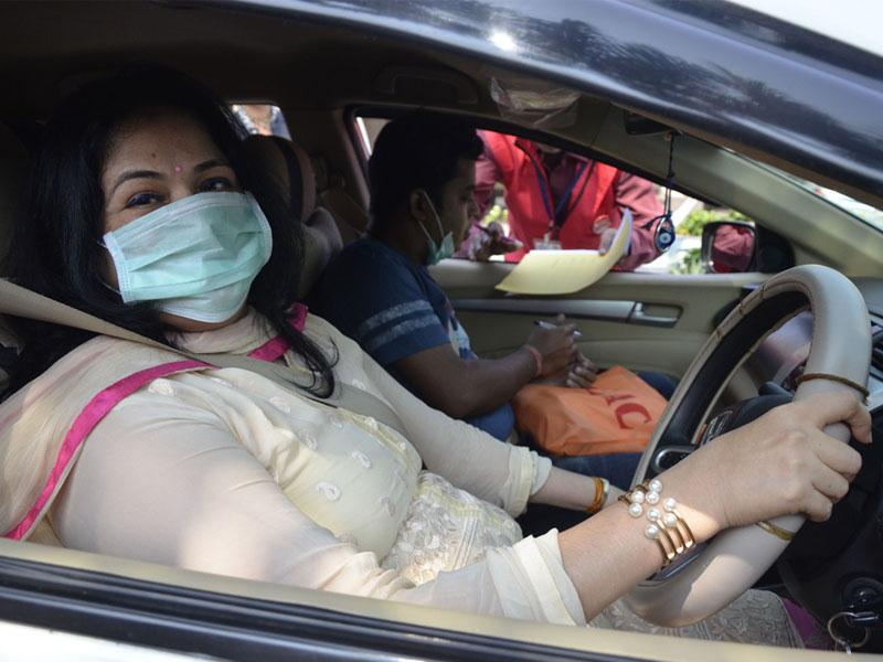 Participant of a women's car rally wears a mask to raise awareness on swine flu which has taken many lives in Bhopal. (Mujeeb Faruqui/HT photo)