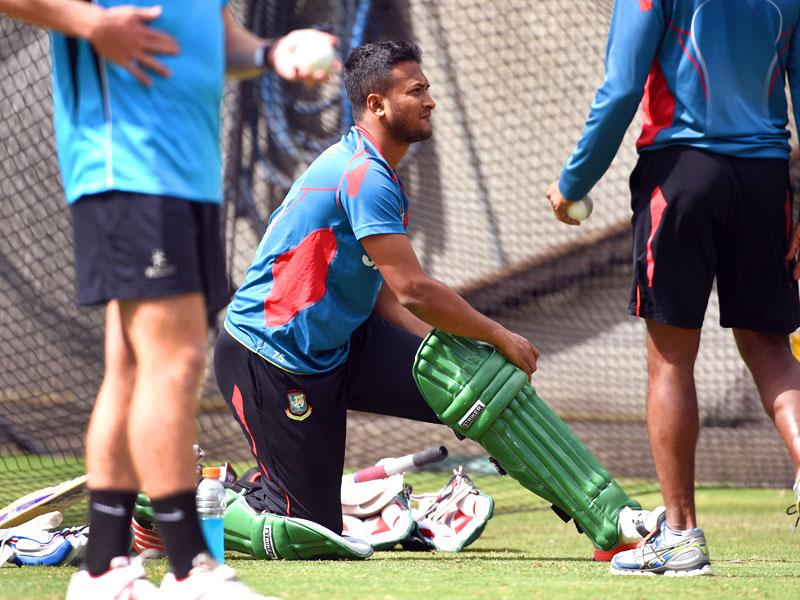 Bangladesh all-rounder Shakib Al Hasan pads up during a training session ahead of their 2015 Cricket World Cup quarter-final match against India. (AFP Photo)