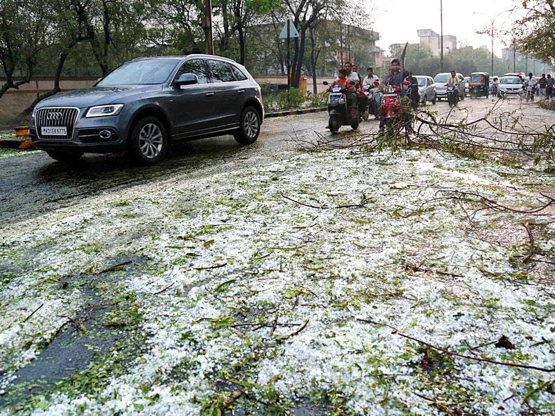 A view of the road in Nagpur after it was battered by heavy hailstorm. (Photo credit: Sunny Shende)