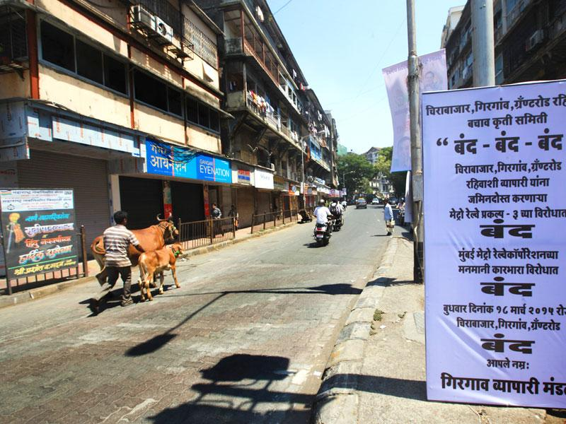 Girgaon area observed bandh to protest the displacement of families due to the Metro Rail Phase 3 project. (Anshuman Poyrekar/HT photo)