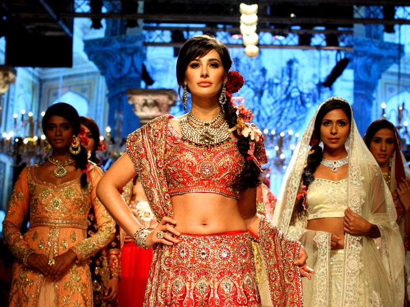 Nargis Fakhri in a Suneet Varma lehenga, inspired by the gorgeous traditional motifs and crafts of Gujarat, Rajasthan, Punjab and South India at LFW. (AFP)