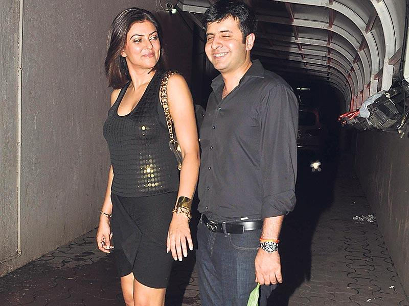 Sushmita Sen spotted with Hritik Bhasin at the birthday party of producer Karim Morani. (Photo: Viral Bhayani)