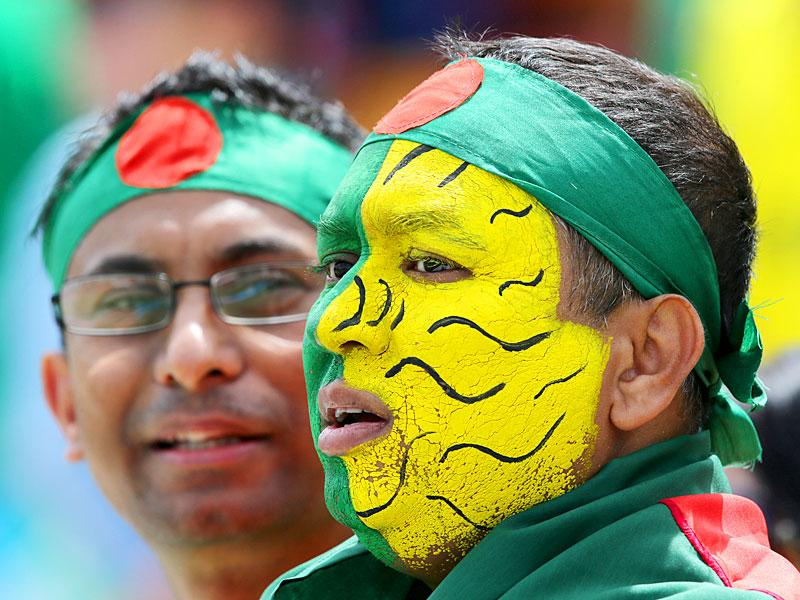 Bangladesh supporters wait for the start of their team's Cricket World Cup Pool A match against Afghanistan in Canberra, Australia, Wednesday, Feb. 18, 2015. (AP Photo)