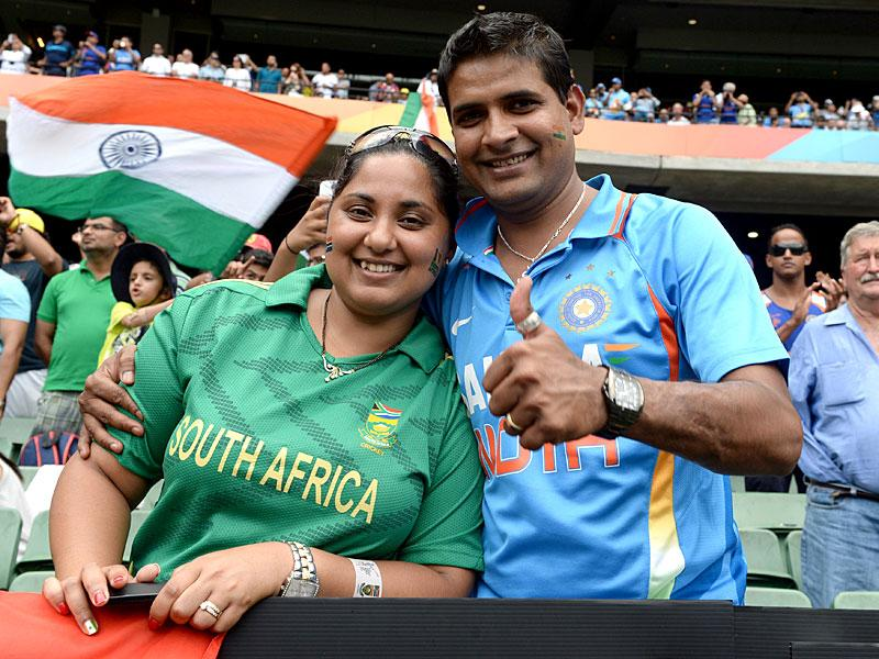 South African and Indian fans pose during the Pool B 2015 Cricket World Cup match between South Africa and India at the Melbourne Cricket Ground (MCG) on February 22, 2015.  AFP PHOTO
