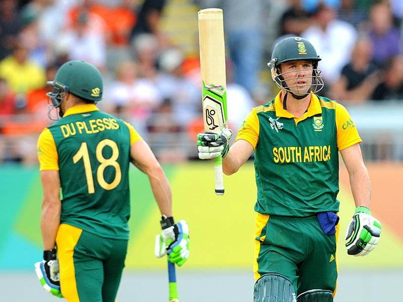 AB de Villiers raises his bat after completing his fifty 50 runs while batting against New Zealand during their Cricket World Cup semifinal in Auckland. (AP Photo/Ross Setford)