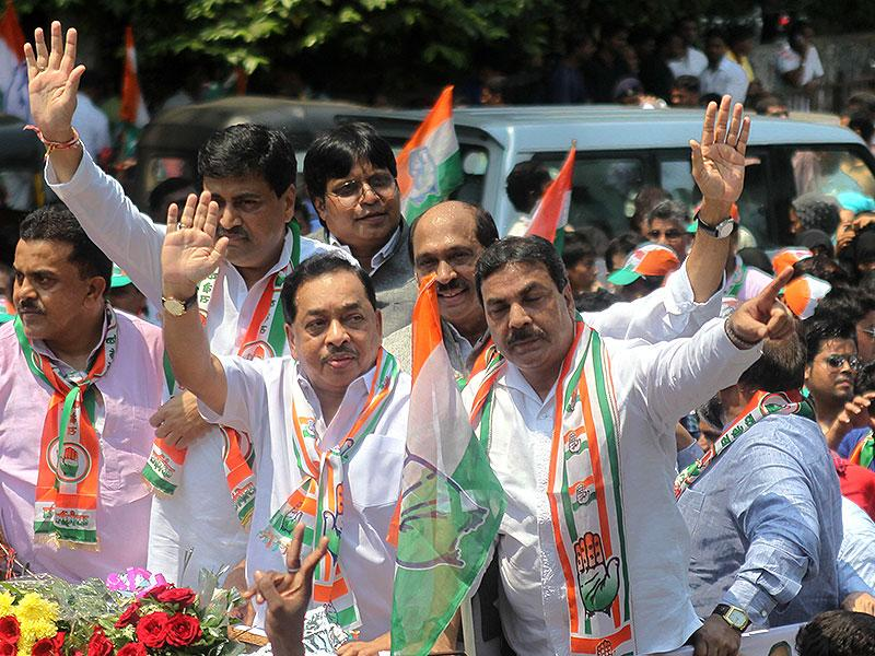 Congress leader Narayan Rane filed his nomination papers for the Bandra east assembly seat by-election to be held on April 11. (Satish Bate/HT photo)