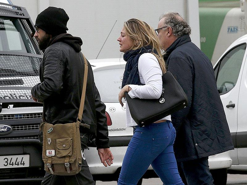 Family members of those killed in Germanwings plane crash arrive at Barcelona's El Prat airport. (Reuters Photo)