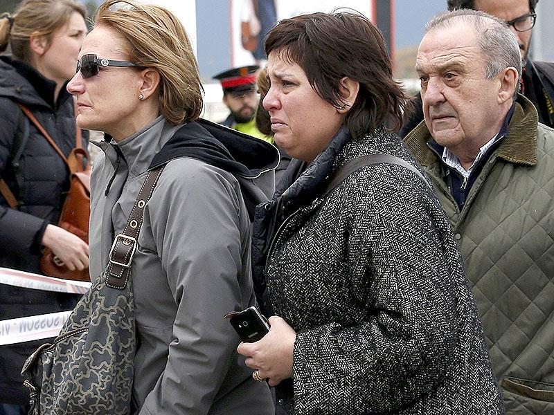 Family members of passengers feared killed in Germanwings plane crash arrive at Barcelona's El Prat airport. (Reuters Photo)