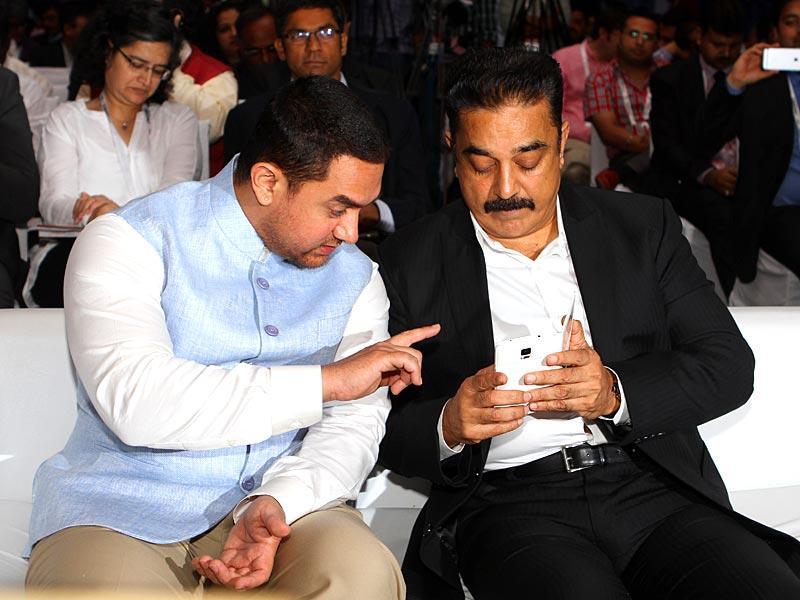 Actor Kamal Hassan and Aamir Khan during the inauguration of FICCI Frames at Powai in Mumbai. Aamir used the opportunity to say sorry to Kamal. (HT photo)