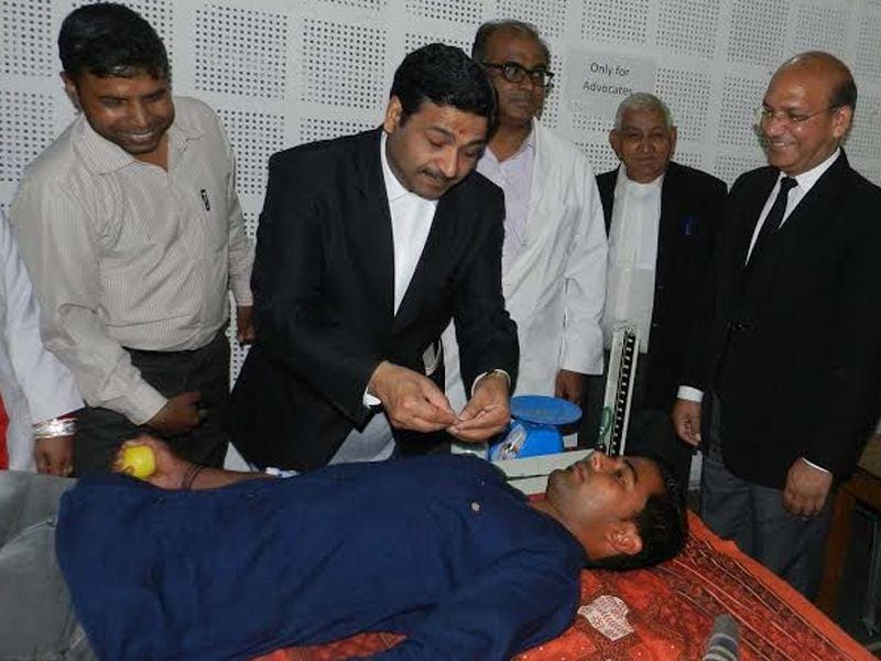District session Judge Deepak Gupta inagurated blood donation camp in Ambala. HT/photo