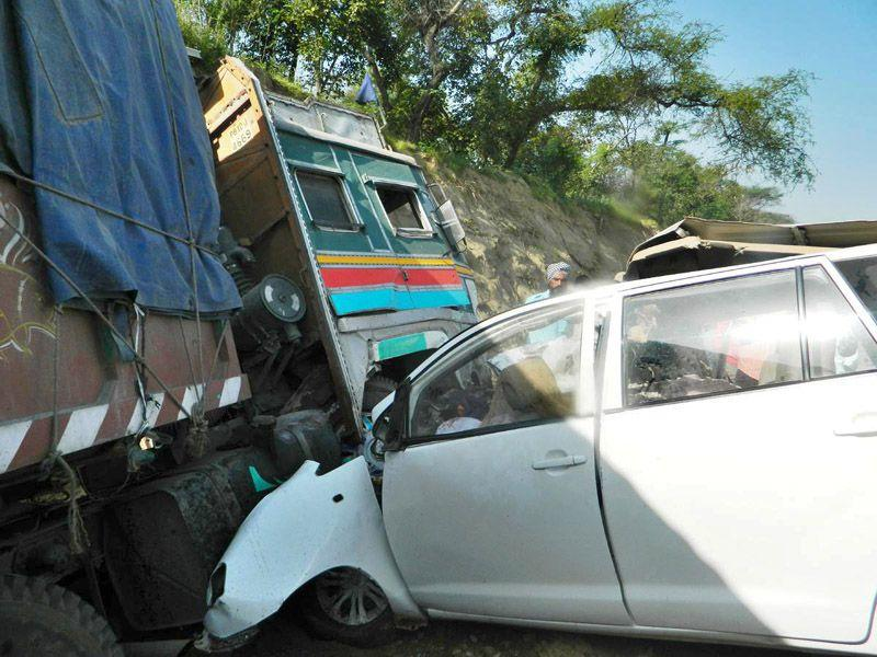 Innova car collided with a truck on Chandigarh-Samrala road near Machiwara in Ludhiana on Thursday. HT/Photo