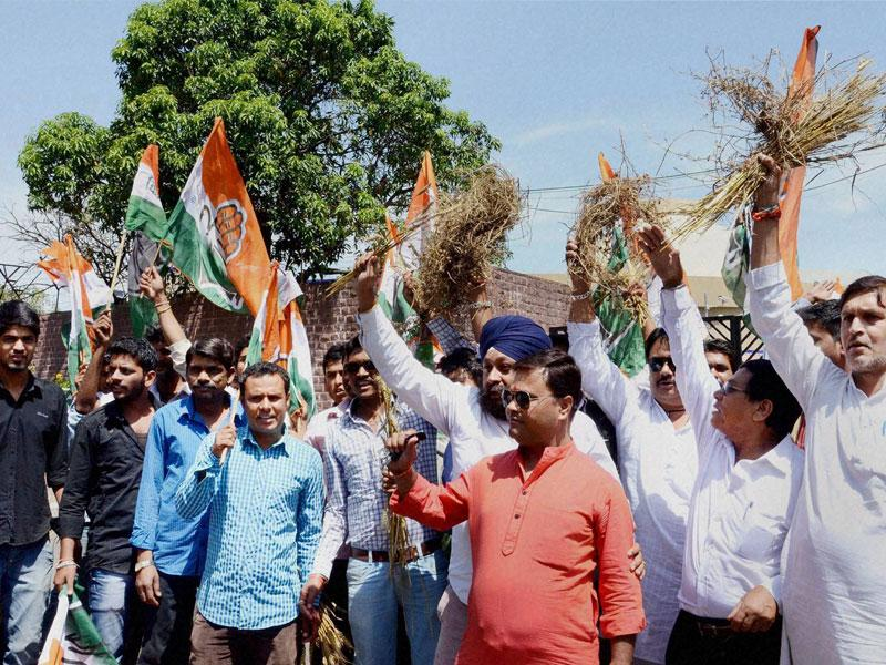 Congress workers protest near the state assembly in Bhopal on Thursday. Party MLAs are staging a dharna inside the House. (PTI photo)