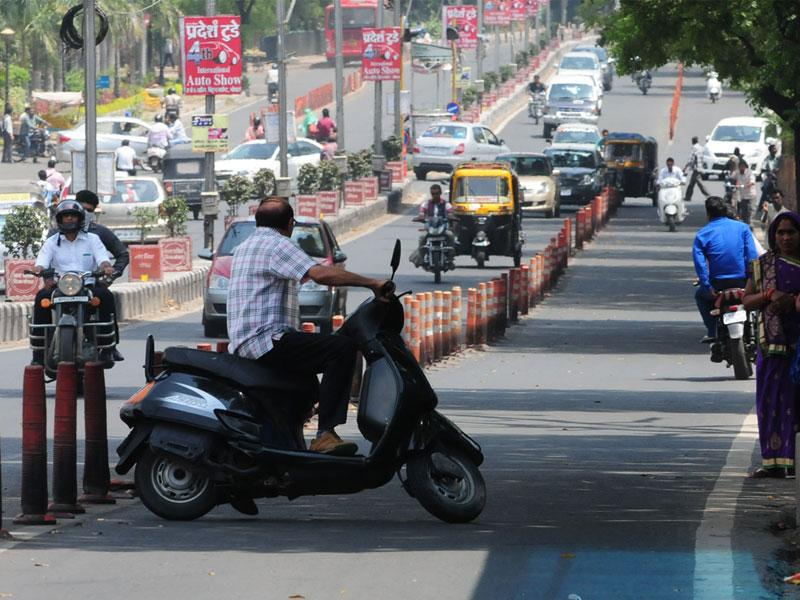 Two-wheeler riders take U-turn on Link Road No 1 to avoid being penalised during a helmet checking drive in Bhopal on Friday. (Mujeeb Faruqui/HT photo)