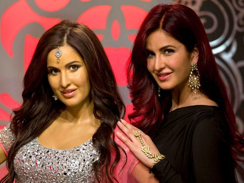 British-Indian film actor-model Katrina Kaif poses next to her brand new wax figure unveiled at Madame Tussauds in London, on March 27, 2015. (AFP Photo)