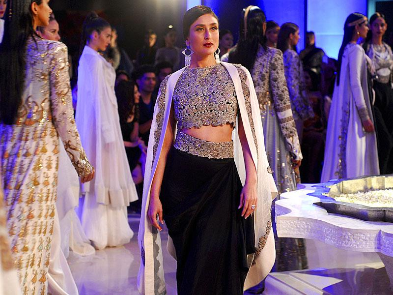 Bollywood actress Kareena Kapoor walked the ramp for designer Anamika Khanna during the grand finale of Lakme Fashion Week 2015 in Mumbai. (Photo credit: Prodip Guha)