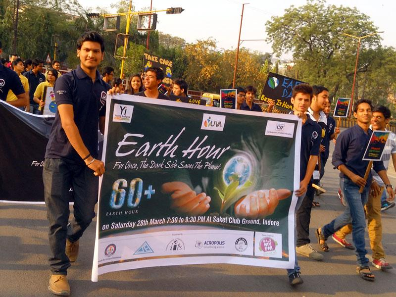 Students participate in a walkathon to raise awareness about Earth Hour, in Indore on Saturday. (Shankar Mourya/HT photo)