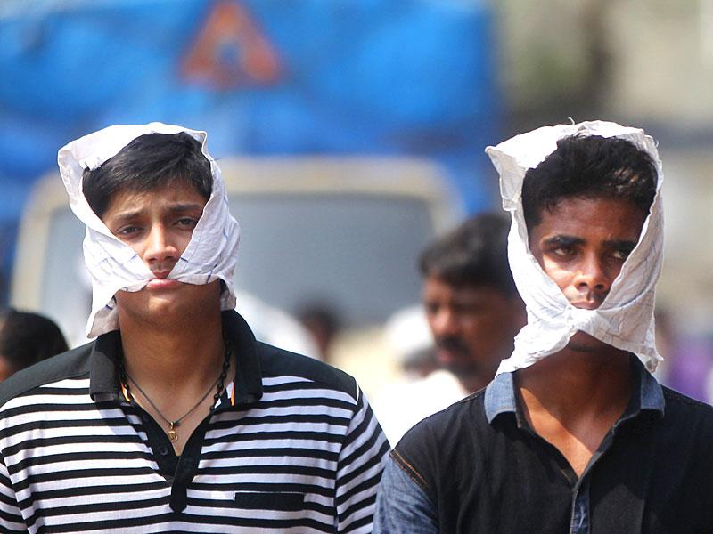 Mumbai experienced scorching heat as it sweltered at 40.8°C making the day - second hottest March day in a decade. (Satish Bate/HT photo)