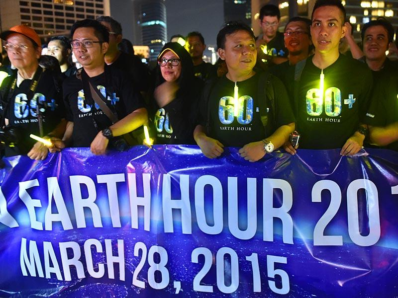 Activists gather at Jakarta's business district during Earth Hour to raise awareness of the need for sustainable energy use, and this year also to demand action to halt planet-harming climate change. (AFP Photo)