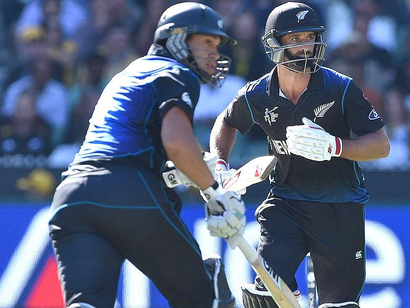New Zealand batsmen Ross Taylor (L) and Grant Elliott take a run during the 2015 Cricket World Cup final between Australia and New Zealand in Melbourne on March 29, 2015. AFP PHOTO