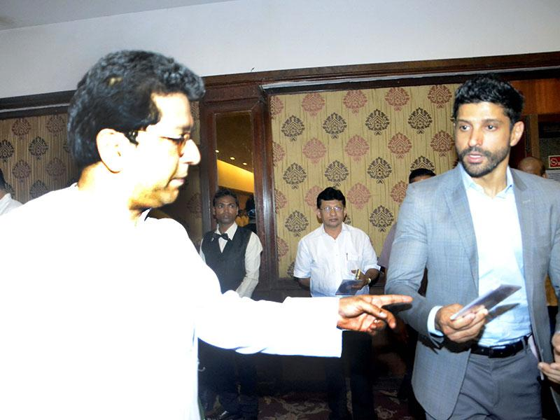 MNS chief Raj Thackeray with actor Farhan Akhtar during a seminar convened by MNS chief Raj Thackeray to discuss the controversial Mumbai Development Discussion (MDP) in Mumbai, on March 28, 2015. (Photo: IANS)